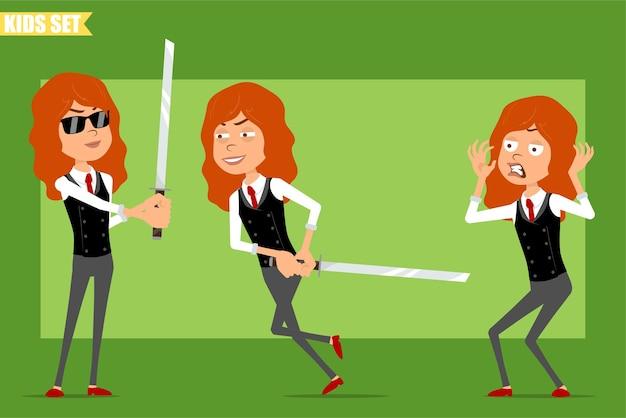 빨간 넥타이와 비즈니스 정장에 평면 재미있는 작은 빨간 머리 소녀 캐릭터 만화. 아이가 무서워하고 아시아 검을 들고 달리고 있습니다. 애니메이션 준비. 녹색 배경에 고립. 세트.