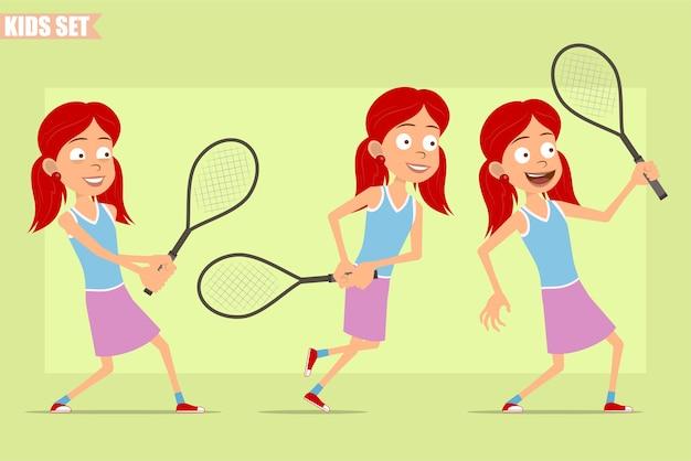 紫のスカートの漫画フラット面白い赤毛の女の子のキャラクター。テニスラケットでポーズをとって走っている子供。