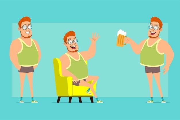 안경, 중항 및 반바지에 만화 평면 재미 빨간 머리 뚱뚱한 소년 캐릭터. 휴식, 안녕하세요 제스처를 표시 하 고 맥주와 함께 찻잔을 들고 소년.