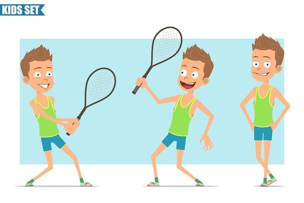 緑のシャツとショートパンツの漫画フラット面白いスポーツ少年キャラクター。テニスラケットでポーズをとったり、遊んだり、立ったりする子供。