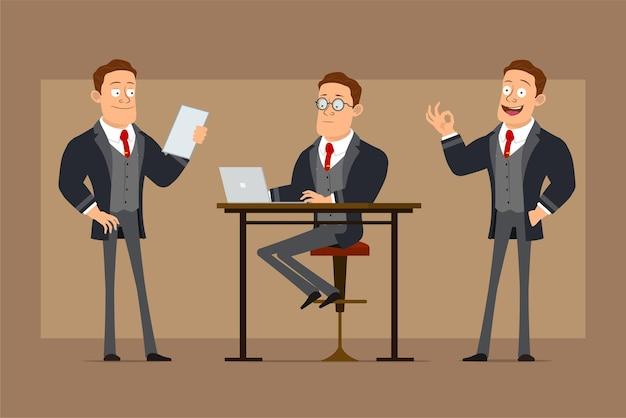 검은 코트와 넥타이에 만화 평면 재미 강한 비즈니스 남자 캐릭터. 노트북에서 작업, 메모 읽기 및 괜찮아 기호 표시 소년.