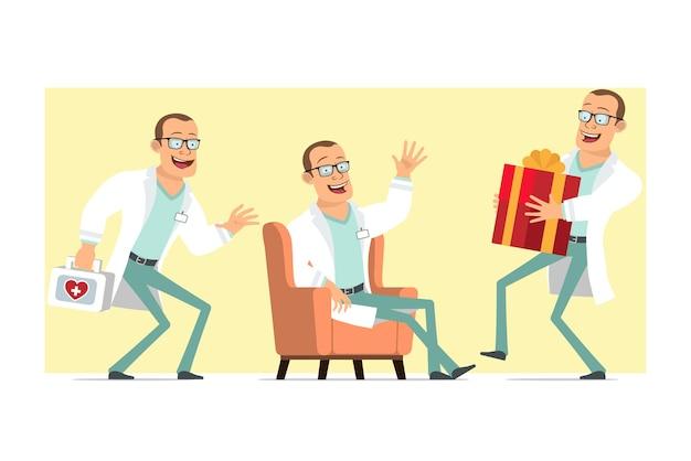흰색 유니폼과 안경에 만화 평면 재미 강한 의사 남자 캐릭터. 소년 몰래 새 해 휴일 선물을 들고. 애니메이션 준비. 노란색 배경에 고립. 세트.