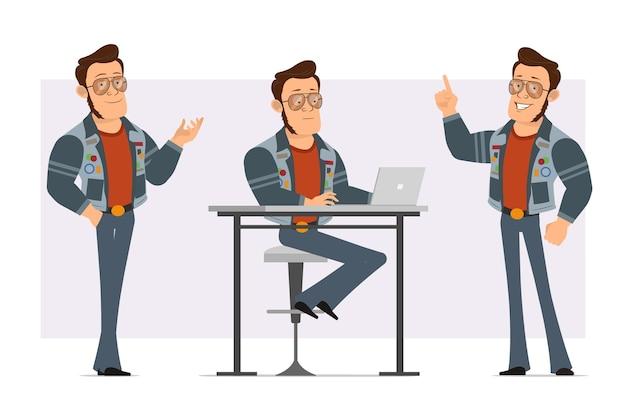 선글라스와 청바지 재킷에 만화 플랫 강한 디스코 남자. 소년 포즈, 노트북에서 작업 및주의 제스처를 보여주는.