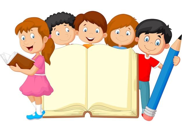 本と鉛筆を持つ漫画の子供たち
