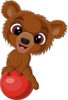 Мультяшный маленький медведь с красным мячом