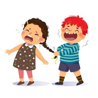 小さな女の子のおさげ髪を引っ張るいたずらな男の子の漫画。学校のコンセプトでのいじめ。