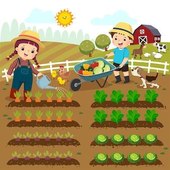 野菜の植物に水をまく女の子と農場で野菜の手押し車を押す男の子の漫画。