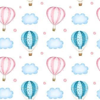 雲のシームレスなパターンの中で空にピンクとブルーの熱気球を漫画します。