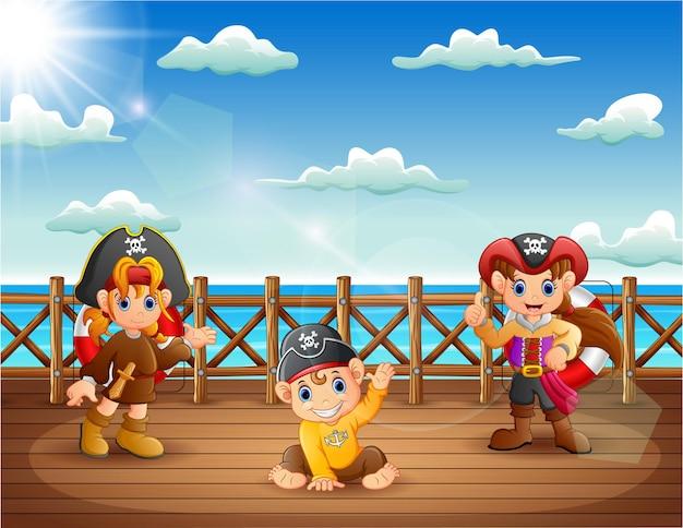 船の甲板上の漫画の海賊