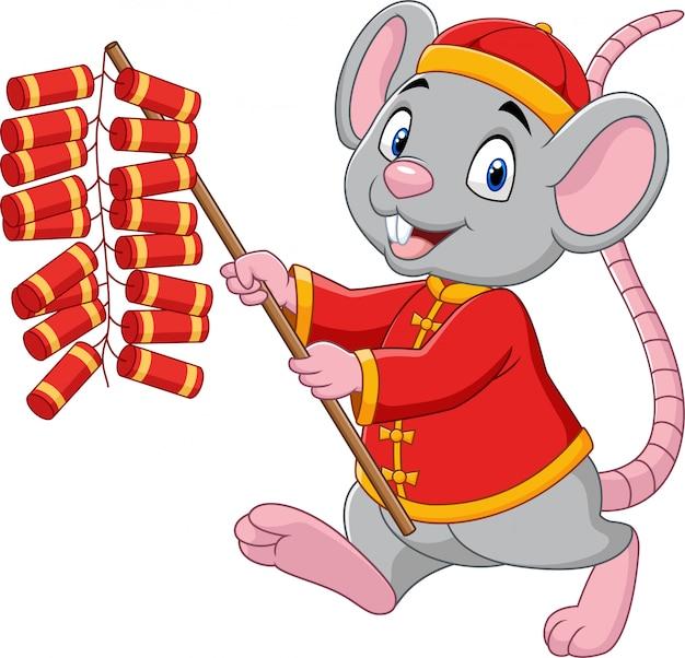 Мультяшная крыса в китайском традиционном костюме держит фейерверк