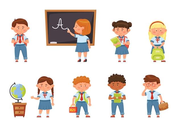 Мультфильм школьников в форме учеников начальных классов с рюкзаками векторный набор