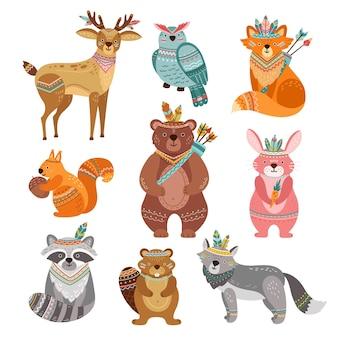 漫画の部族の動物。かわいい森のイラスト、自由奔放に生きるキツネオオカミ鹿。勇敢な森のクマ、羽の矢、野生生物のベクトル。部族のカラフルな森の動物、森の鳥、キツネとウサギのイラスト