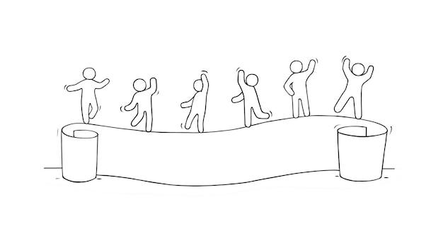 Мультфильм рабочих маленьких людей с бумагой. нарисованный от руки