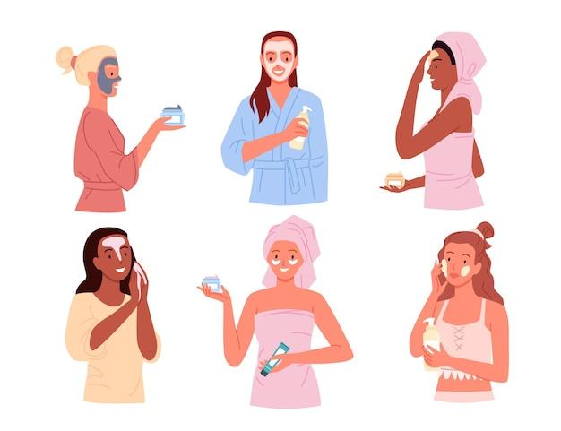 Мультяшные молодые счастливые красивые женские персонажи очищают и ухаживают за кожей лица, надевают полотенце или халат после душа, спа-процедуры на фоне ванной комнаты.