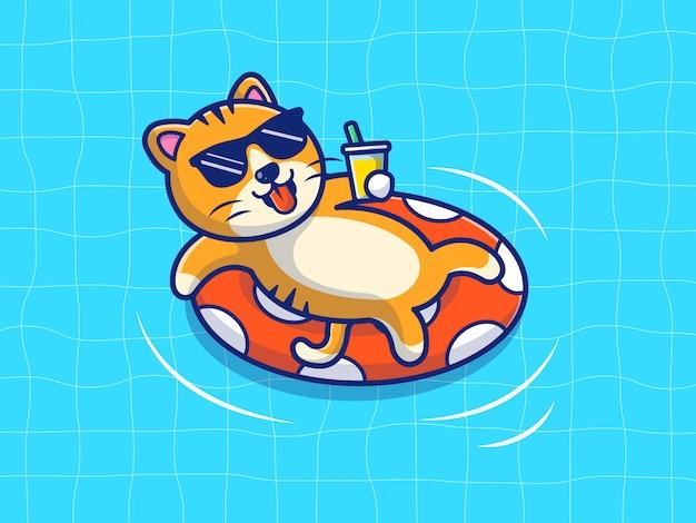 Кошка плавает на пляже