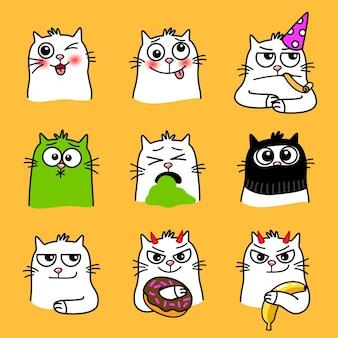 猫の表情。かわいい感情を持つ漫画のペット、家畜の創造的な笑顔、黄色の背景に分離された大きな目を持つ猫の面白い絵文字のベクトルイラスト