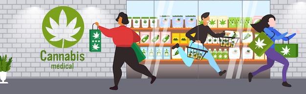 Люди, несущие продукты cbd современный марихуана магазин экстерьер легализация наркотики концепция потребления горизонтальный полная длина