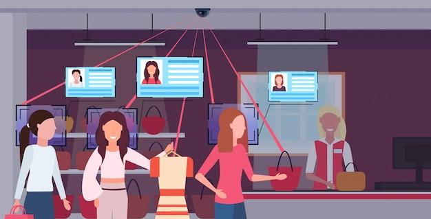 チェックアウトカウンターで行キューに立っている女性顧客識別顔認識コンセプトセキュリティカメラ監視cctvシステムショッピングブティックインテリア水平potrait