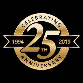 25周年記念を祝う