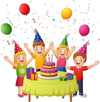ケーキ、ギフト用の箱、紙吹雪、気球のお祝いの子供の誕生日パーティー。図
