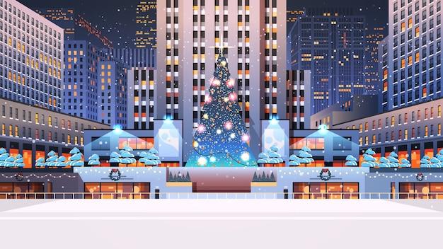 装飾されたクリスマスツリーと中央の街の広場新年あけましておめでとうございます冬の休日のお祝いのコンセプト夜の街並みの背景水平イラスト