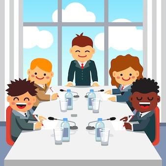 ビジネスエグゼクティブチームにスピーチをするceo