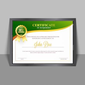 緑と金色のデザインとバッジを持つメンバーシップテンプレートの証明書。