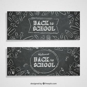 Плакаты на доске с рисунками