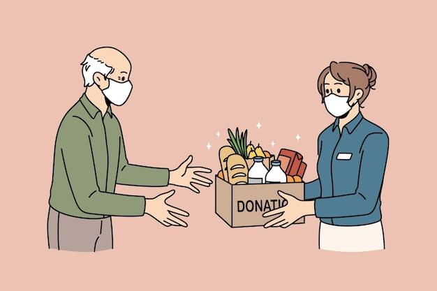 자선 및 기부 음식 개념입니다. 의료 보호 마스크를 쓴 젊은 여성 자원봉사자는 노인 벡터 삽화를 위한 제품 음식으로 가득한 기부 단어가 있는 상자를 제공합니다.