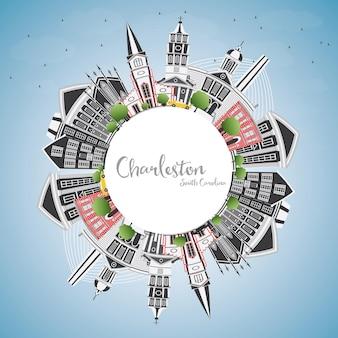 Горизонты города чарлстон южная каролина с серыми зданиями, голубым небом и копией пространства. векторные иллюстрации. деловые поездки и туризм иллюстрация с исторической архитектурой.