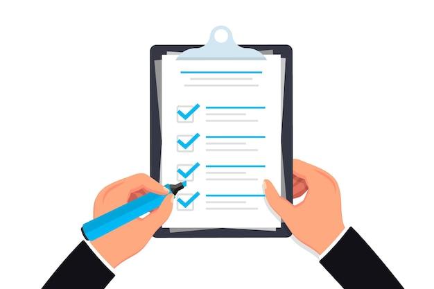 チェックリスト鉛筆でクリップボードのチェックリストを持っている手目盛り付きのチェックリスト