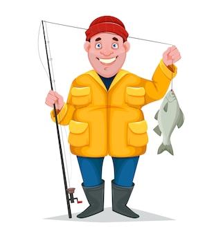 Веселый рыбак с пойманной рыбой