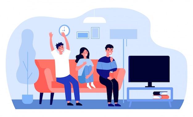テレビを見ている陽気な友達
