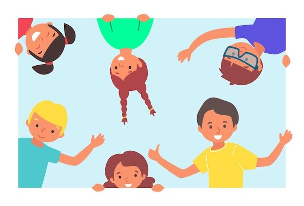 陽気なグループの若い子供たちのキャラクターが一緒に笑っている