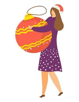 Веселая счастливая женщина персонаж держит рождественский стеклянный шар игрушка