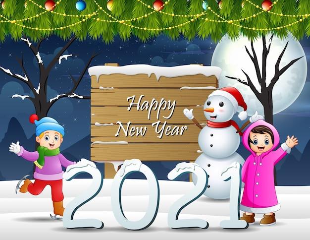 Веселые дети в зимнем ночном пейзаже