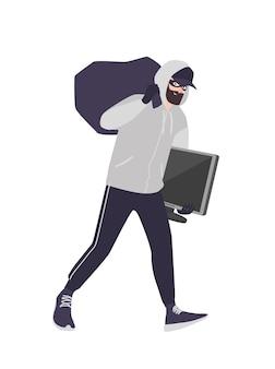 Веселый мужчина вор в маске, кепке и толстовке с капюшоном, сумка для переноски и телевизор. бородатый мужчина совершает кражу, кражу со взломом или взлом. грабитель или преступник с добычей. плоский мультфильм красочные векторные иллюстрации. Premium векторы