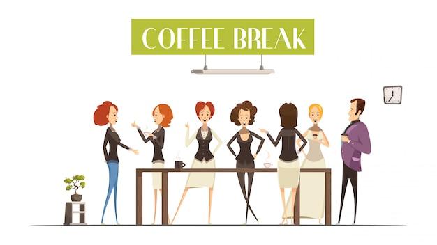 Веселые женщины и мужчины возле коричневого стола во время общения
