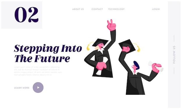 쾌활한 젊은 남자와 여자는 맨틀과 졸업을 축하하는 학업 모자를 들고 졸업, 전문가 졸업 웹 사이트 방문 페이지를 입고