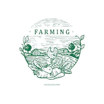 養鶏場のロゴの漫画のキャラクター。オンドリのマスコット、養鶏場と卵、ヴィンテージデザインのロゴテンプレート