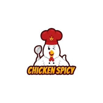 Талисман с логотипом chicken spicy с забавным куриным персонажем, держащим половник и носящий шляпу шеф-повара в мультяшном стиле