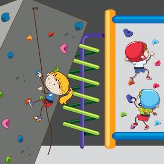 Ребяческая скалолазание на стене