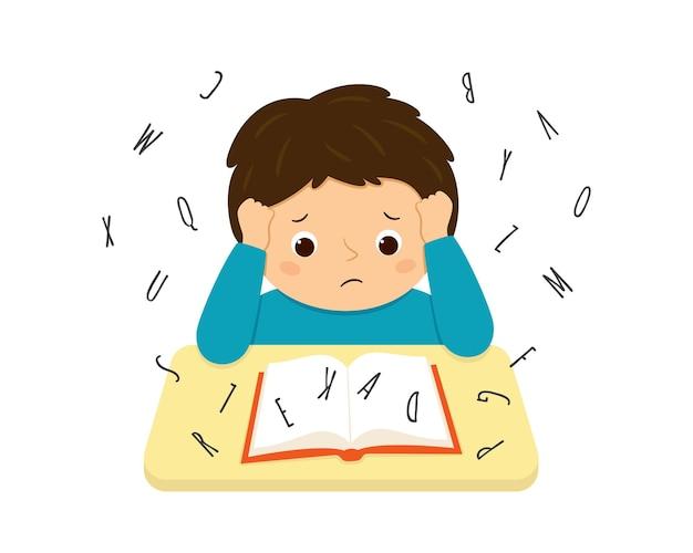 난독증을 앓고 있는 어린이는 책을 읽는 데 어려움을 겪고 있습니다. 책상에서 열심히 숙제를 하는 스트레스 어린 소년