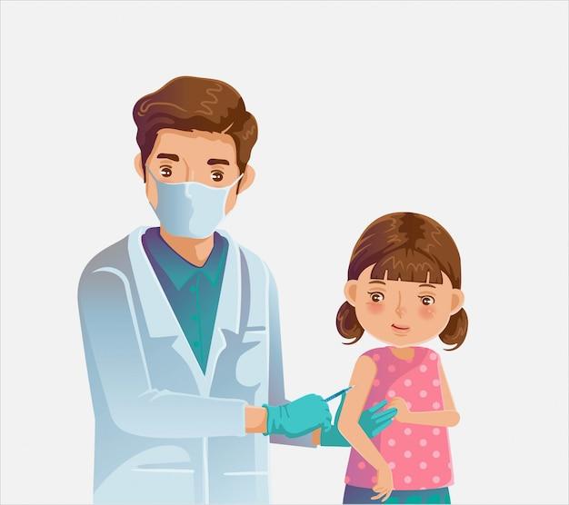 어린이는 예방 접종을 받았습니다. 의사는 주사 예방 접종 어린 소녀를 보유하고 있습니다.