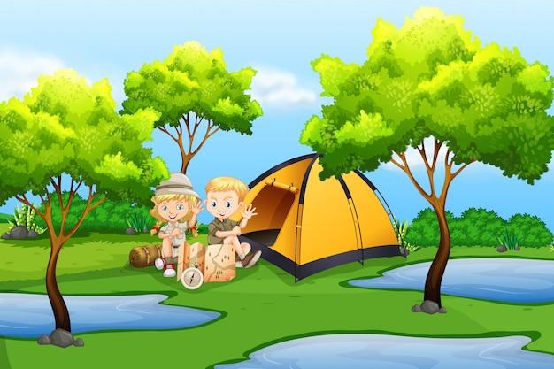 Дети в кемпинге в природе