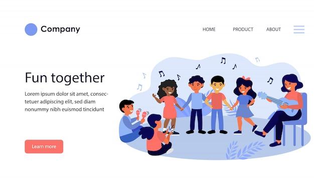 音楽教室を楽しんでいる子供たち。ウェブサイトテンプレートまたはランディングページ