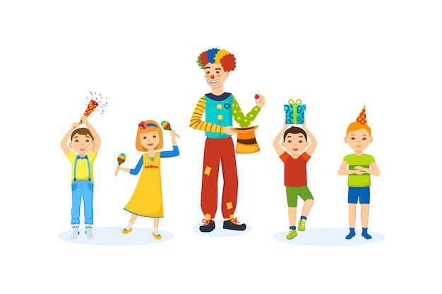 誕生日パーティーでお祝いの夜を楽しんでいる子供たち。