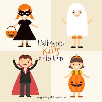 Дети в костюмах персонажей хэллоуина