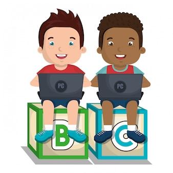 노트북과 상호 작용하는 어린이