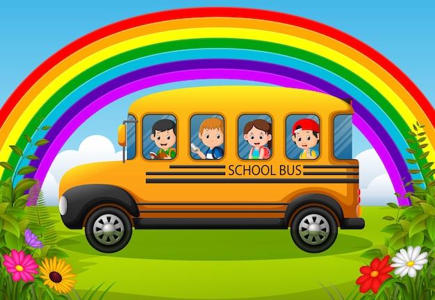 スクールバスの子供たち
